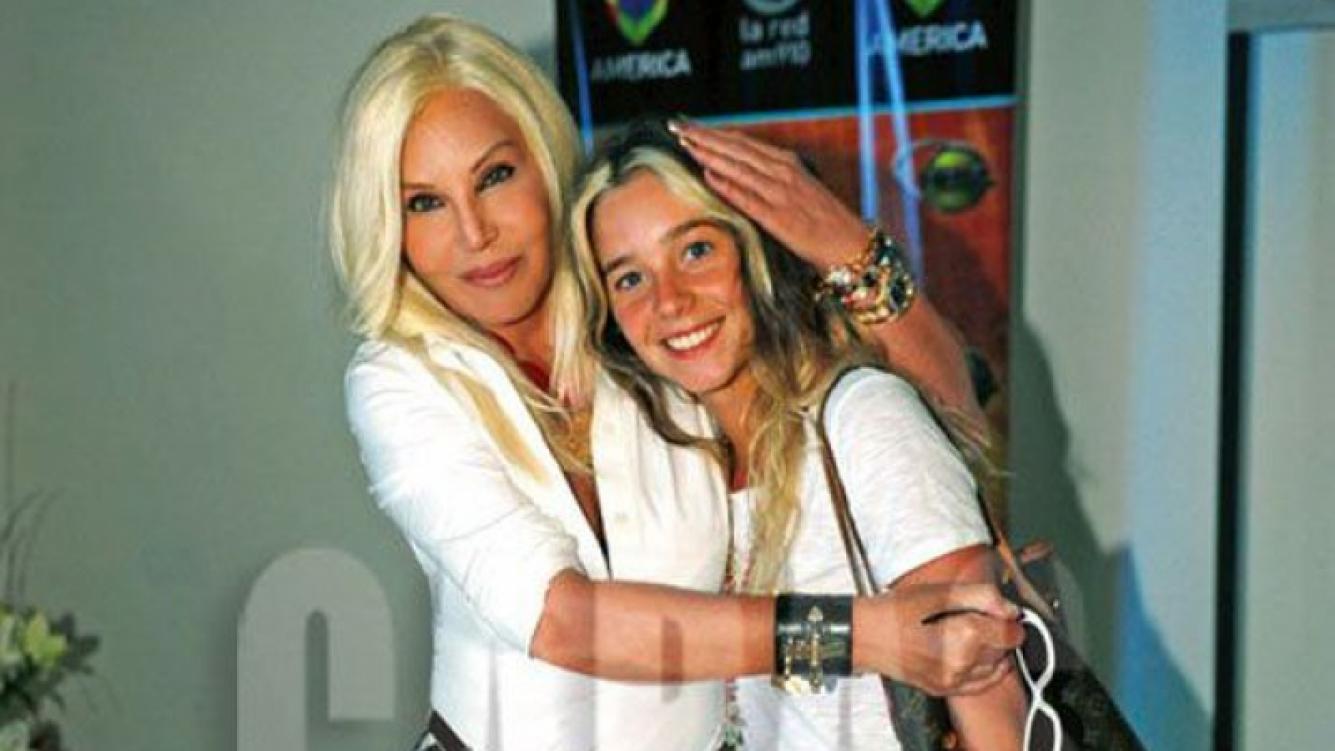 La foto junto a Susana Giménez que Lucía Celasco publicó en Facebook. (Foto; revista Caras)