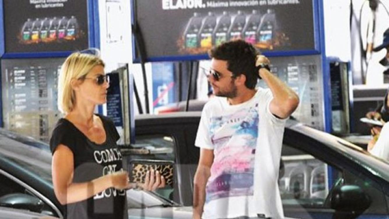 Eugenia Tobal y el productor Gonzalo Costas, en una estación de servicio. (Foto: revista Caras).