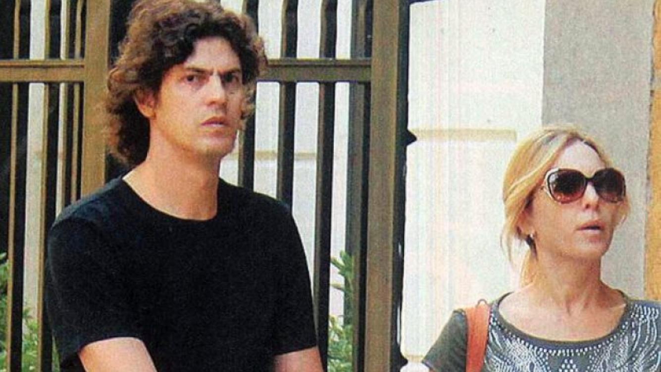 Carla Peterson y Martín Lousteau con Gaspar. (Foto: revista Paparazzi)