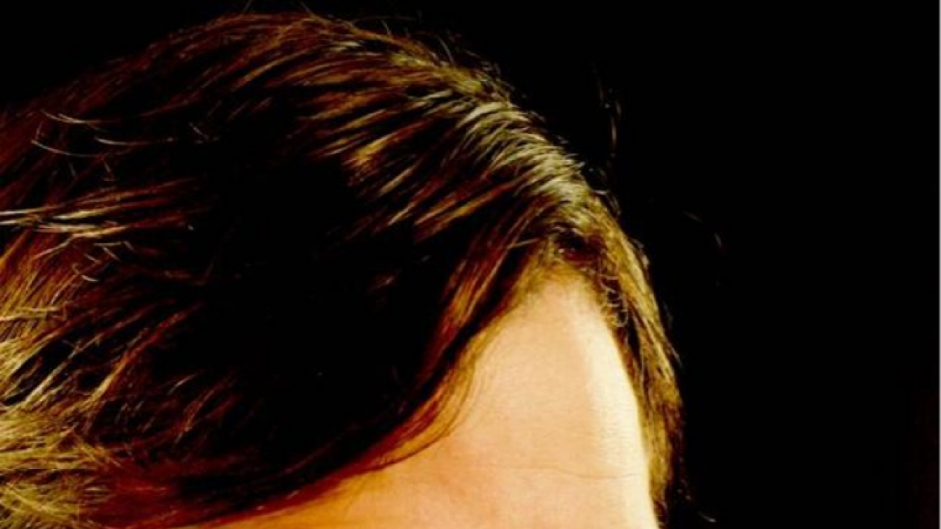 Peter Lanzani vestido de cura (Foto: Twitter).
