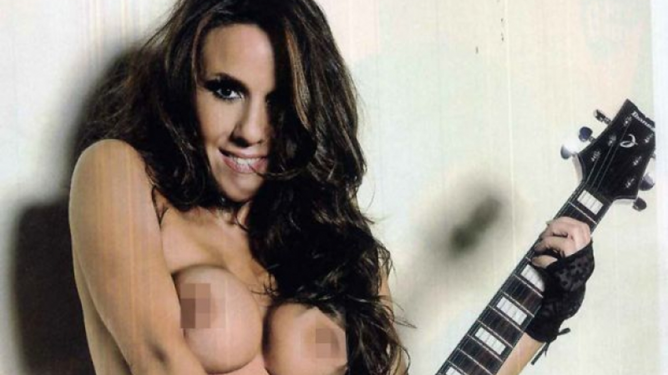 Flavia Miller, en un sorpresivo topless. (Foto: revista Hombre)