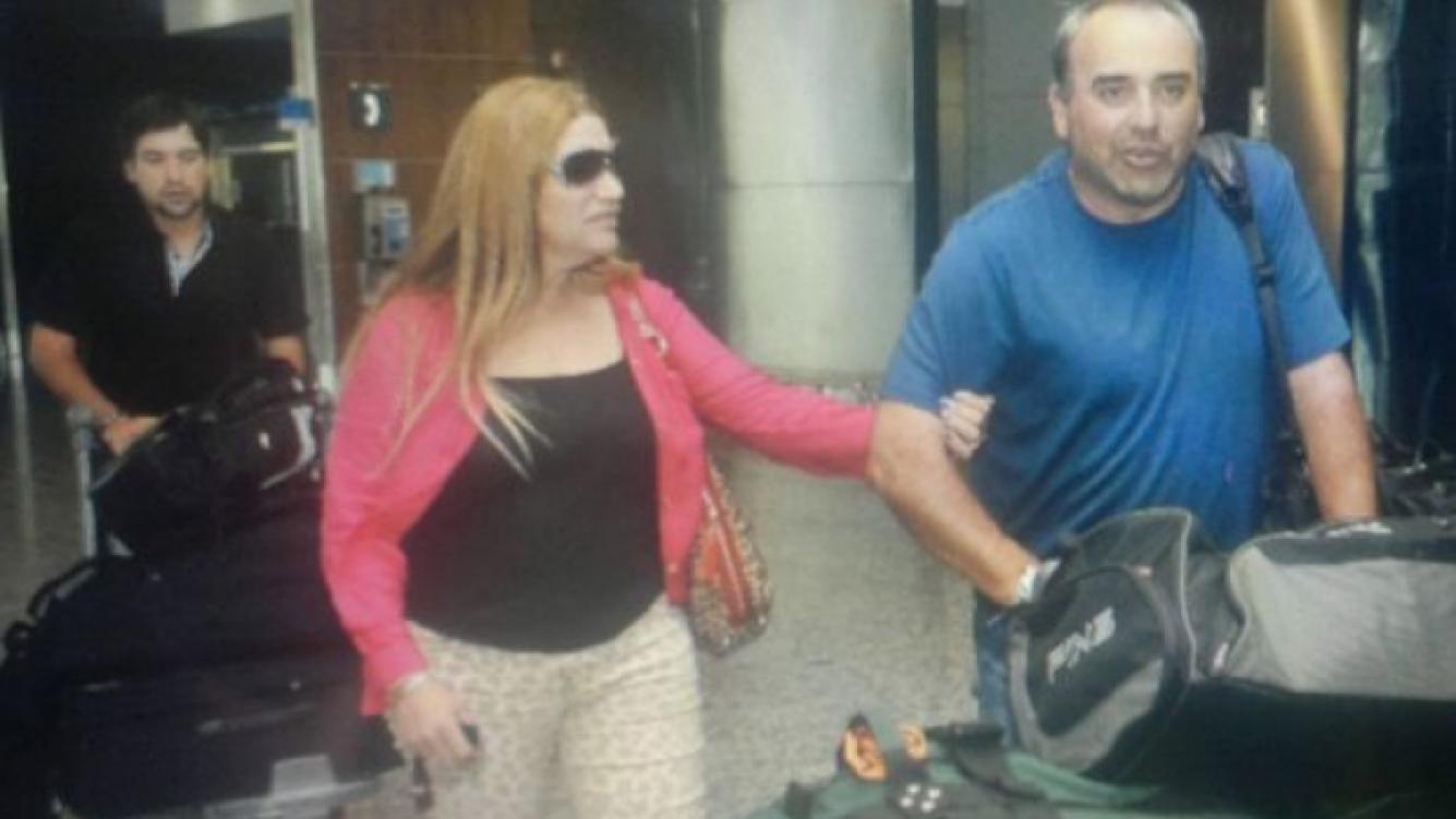Pato Cabrera y su ex mujer Silvia, en el aeropuerto. (Foto: Twitter)