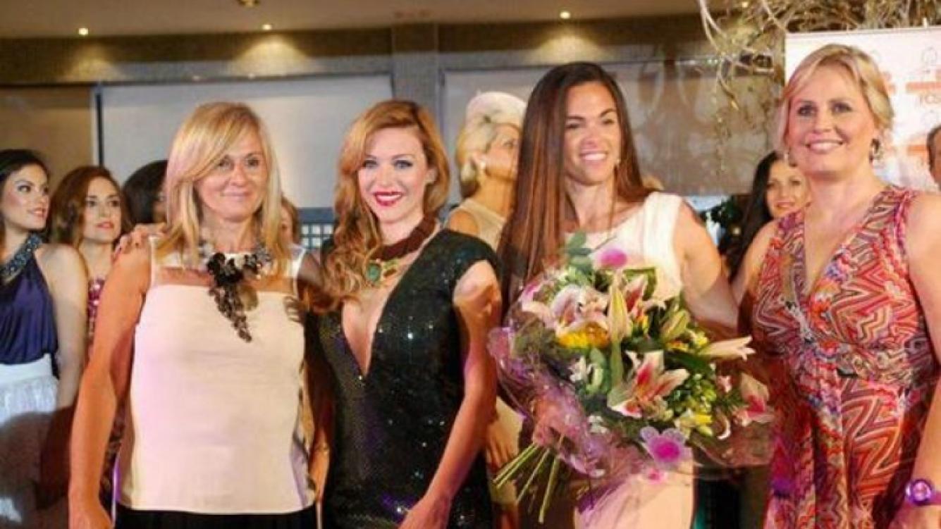 Evangelina Anderson desfiló a beneficio en Marbella.