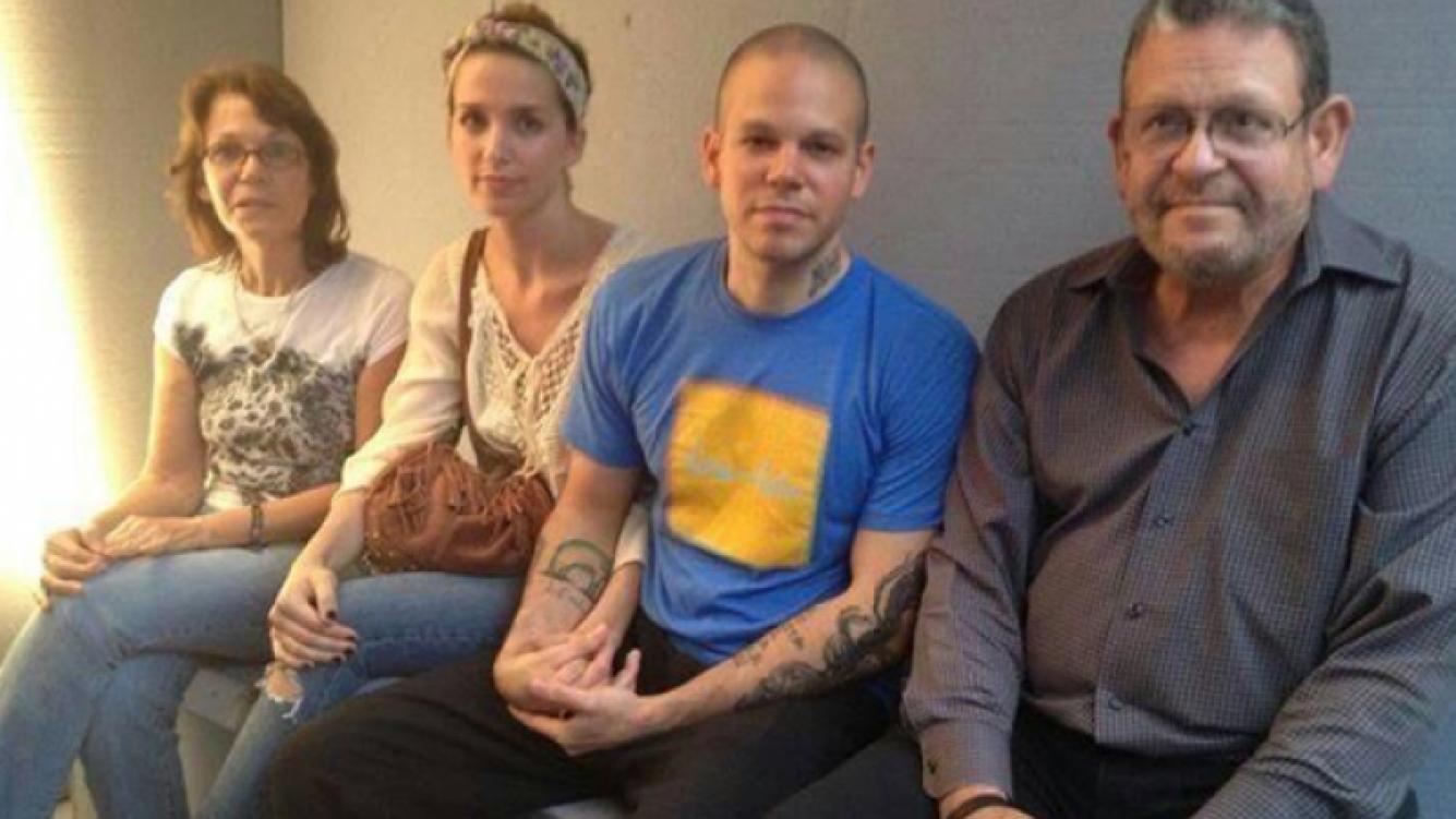 René Pérez de Calle 13 se encarceló junto a Soledad Fandiño como forma de protesta. (Foto: Twitter)