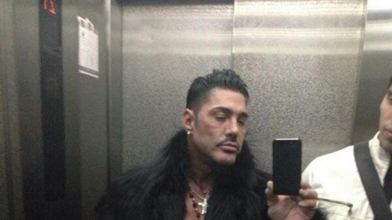 Ricardo Fort y sus polémicas fotos luciendo pieles (Fotos: Twitter).