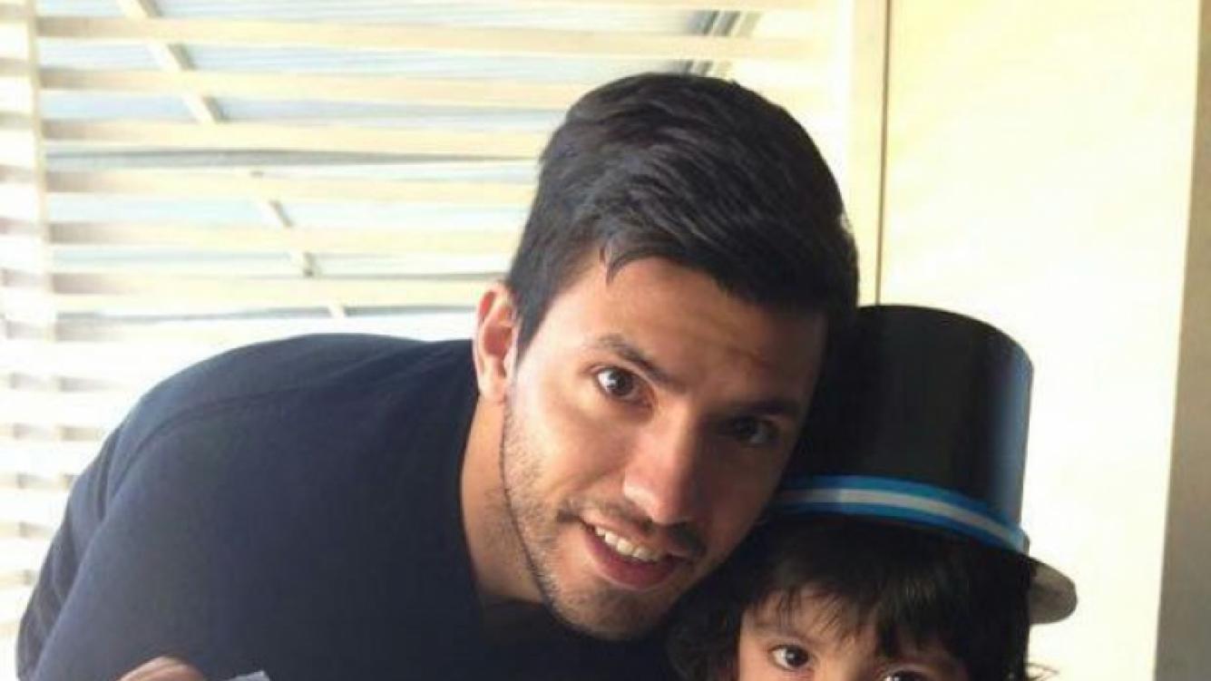 La foto que Agüero pubicó junto a su hijo. (Foto: @aguerosergiokun)