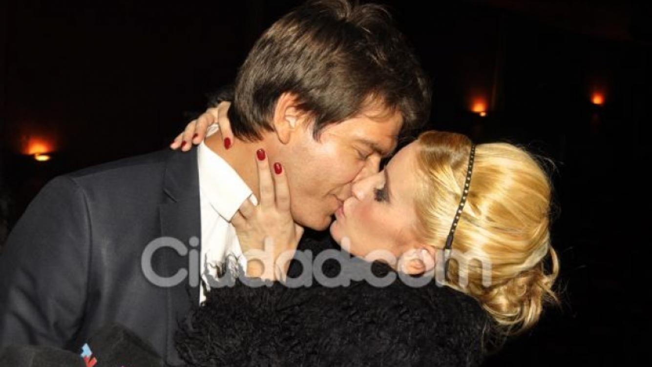 Florencia Peña y su novio, apasionados en el estreno de Vale Todo (Foto: Jennifer Rubio).