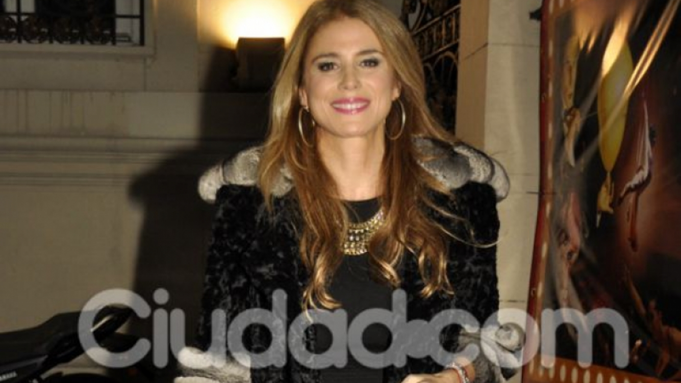 Flavia Palmiero, muy abrigada. (Foto: Jennifer Rubio-Ciudad.com)