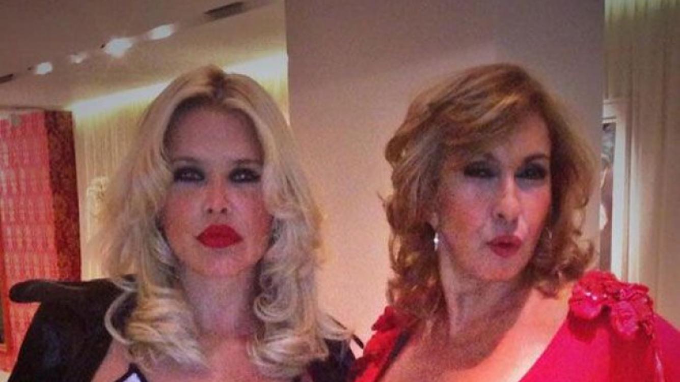 Nazarena y Georgina Barbarossa antes del festejo (Foto: Twitter).