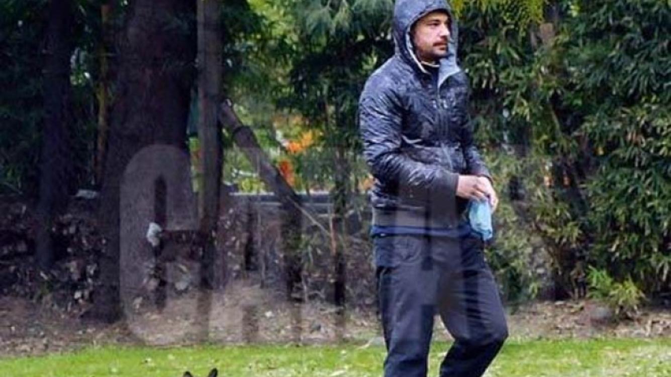 Peter Alfonso pasea a sus perros por Palermo. (Foto: Caras)
