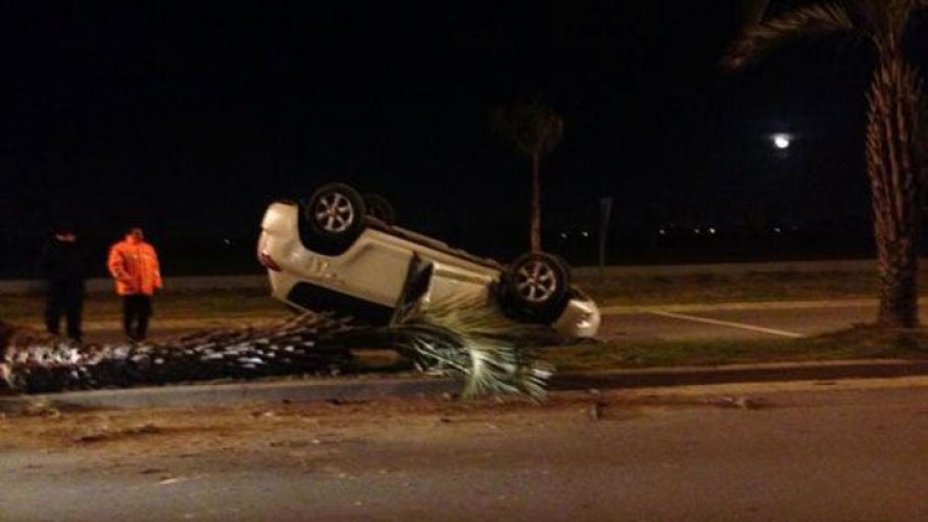 Así quedó el auto de Miriam Lanzoni tras el accidente (Foto: Twitter).