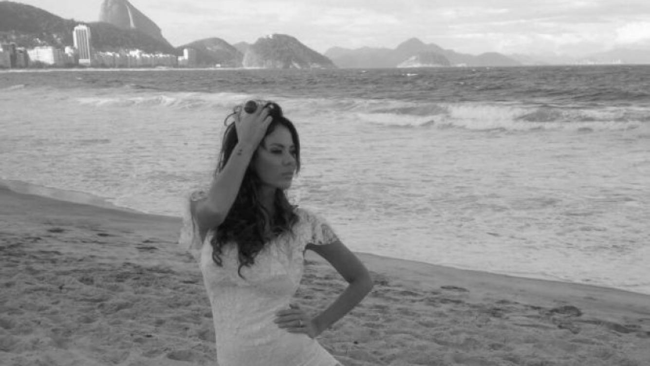 Karina Jelinek, sensualidad argentina en las playas de Río de Janeiro (Foto: Twitter).