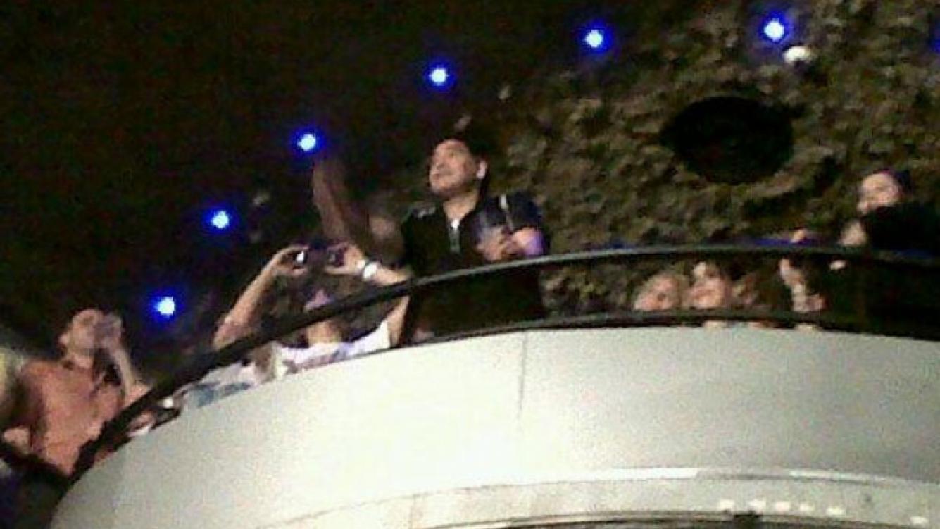 Diego Maradona se divirtió en un boliche junto a Rocío Oliva y Gianinna (Fotos: Web).