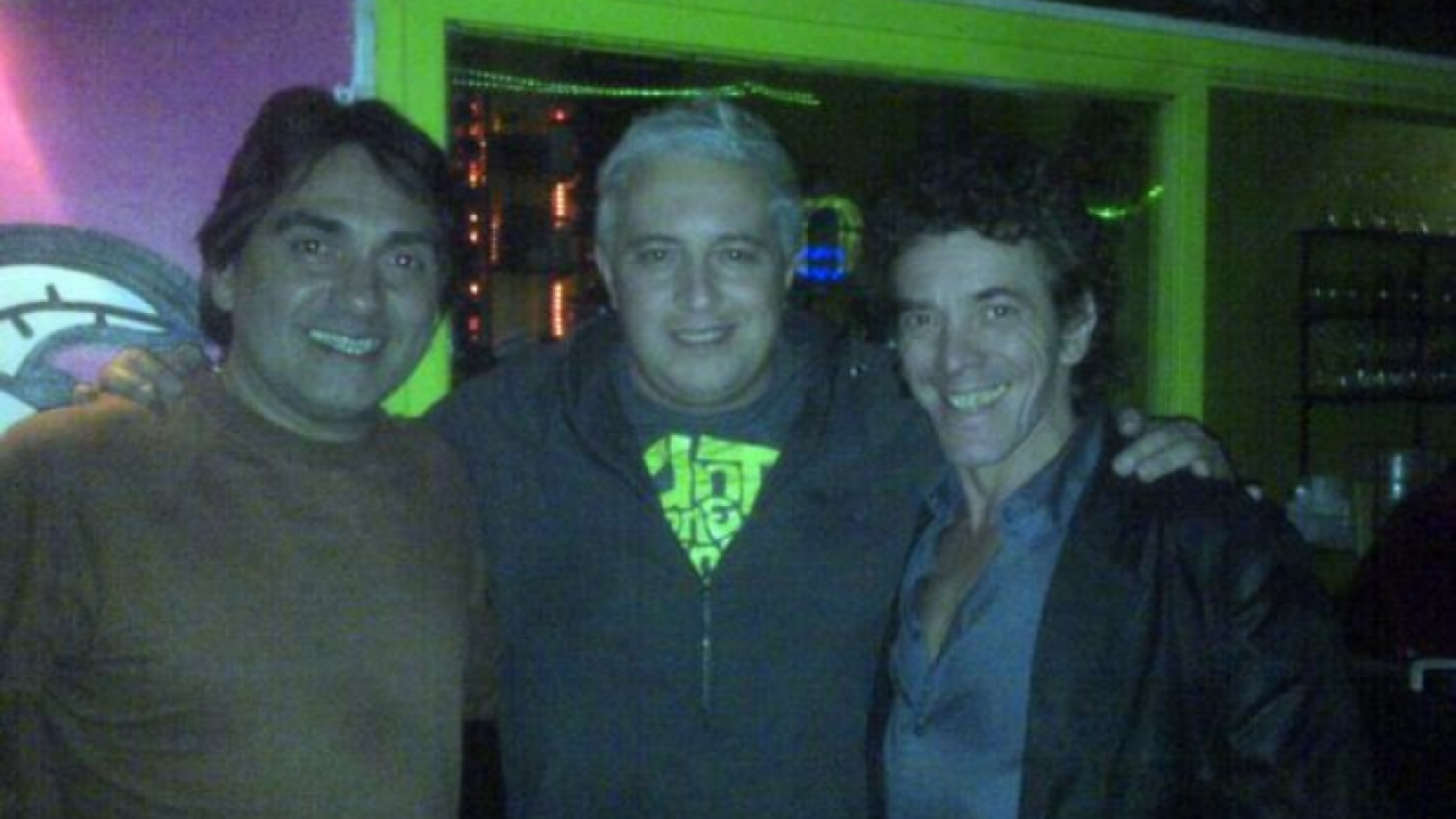 La foto que subió Mariano Peluffo a Twitter, con Kike Teruel y Maximiliano Guerra.