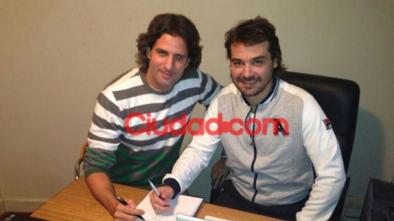 Pedro Alfonso y José María Listorti firmaron sus contratos para hacer cine. (Foto: prensa Socios por accidente)