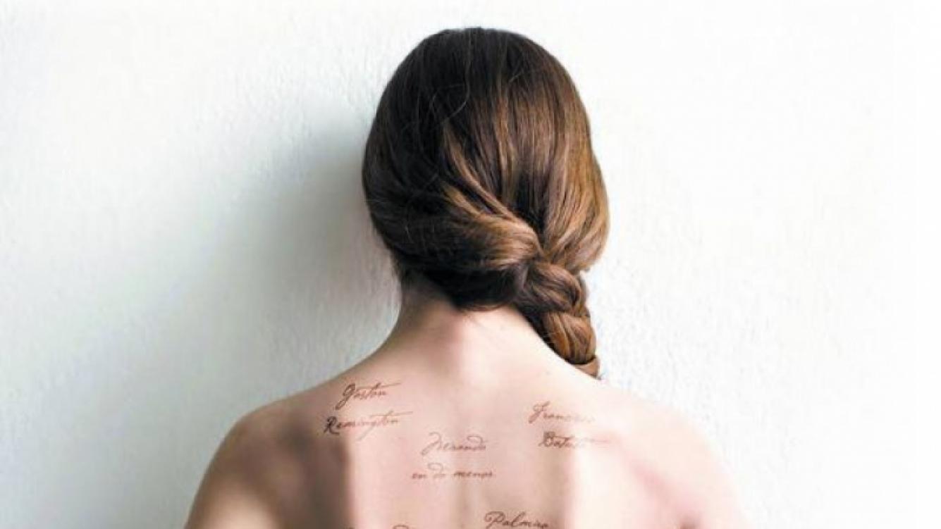 Cristina Pérez se animó al desnudo para la portada de su libro (Foto: Clarin).