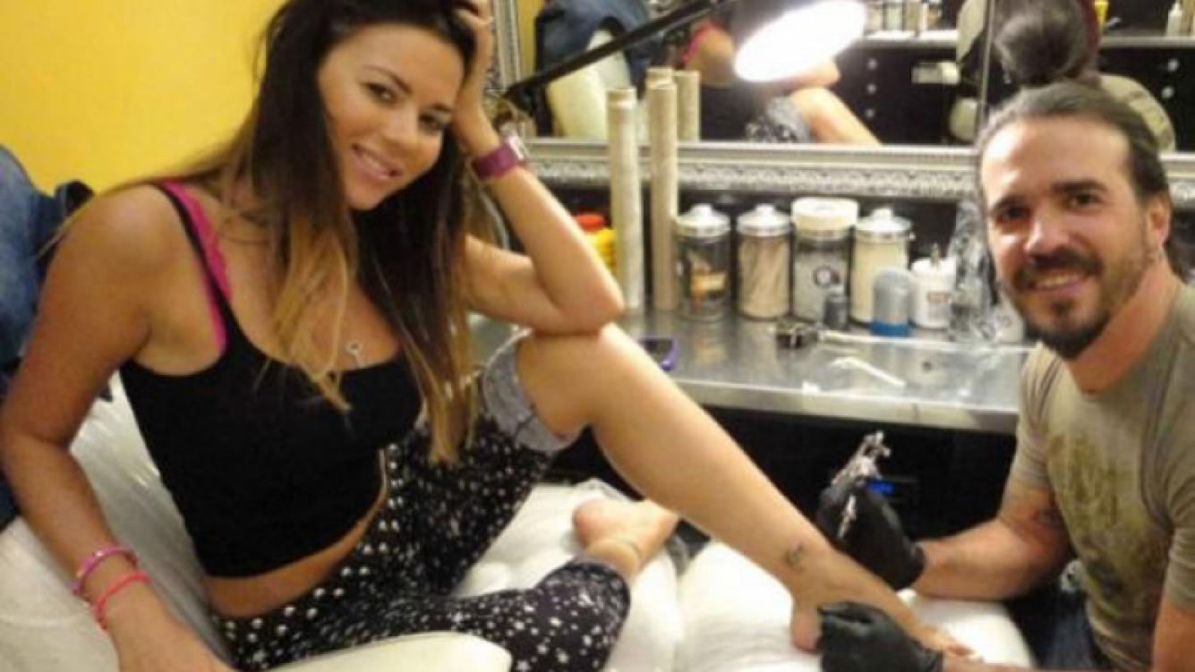 Tiempos felices cuando Karina Jelinek se tatuó el nombre de Fariña (Foto: Twitter).