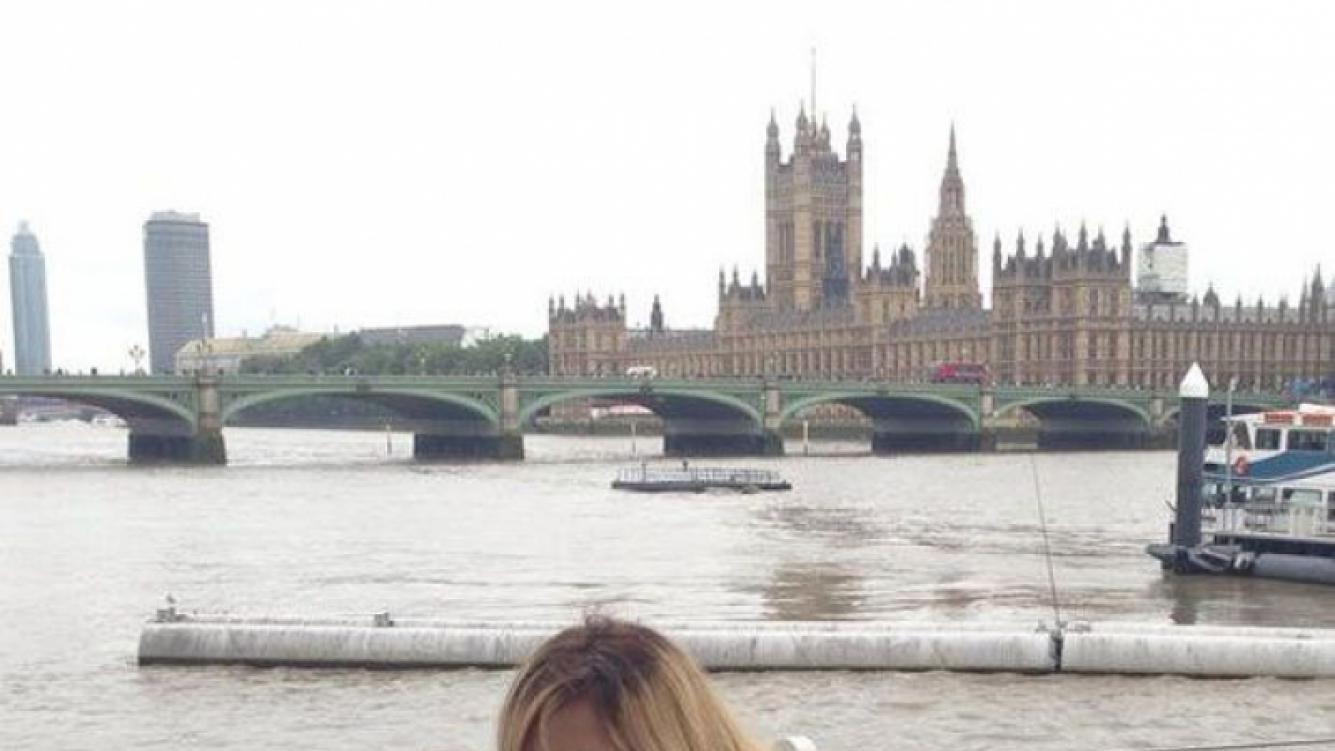 La Princesita Karina, feliz junto a la pequeña Sol en Londres (Foto: Twitter).