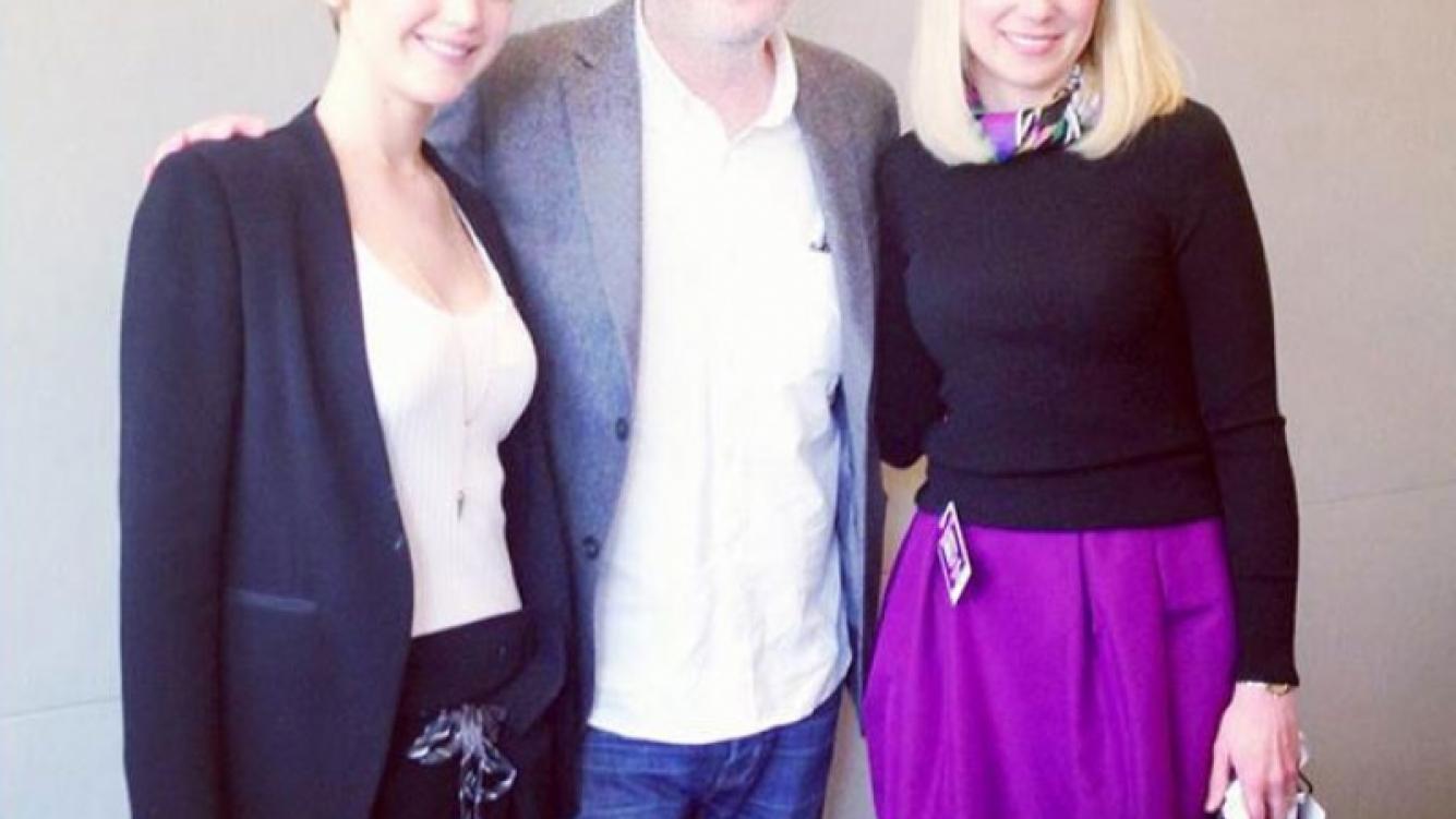 Jennifer Lawrence sorprendió con su nuevo corte de pelo. (Foto: Facebook.com/JenniferLawrence)