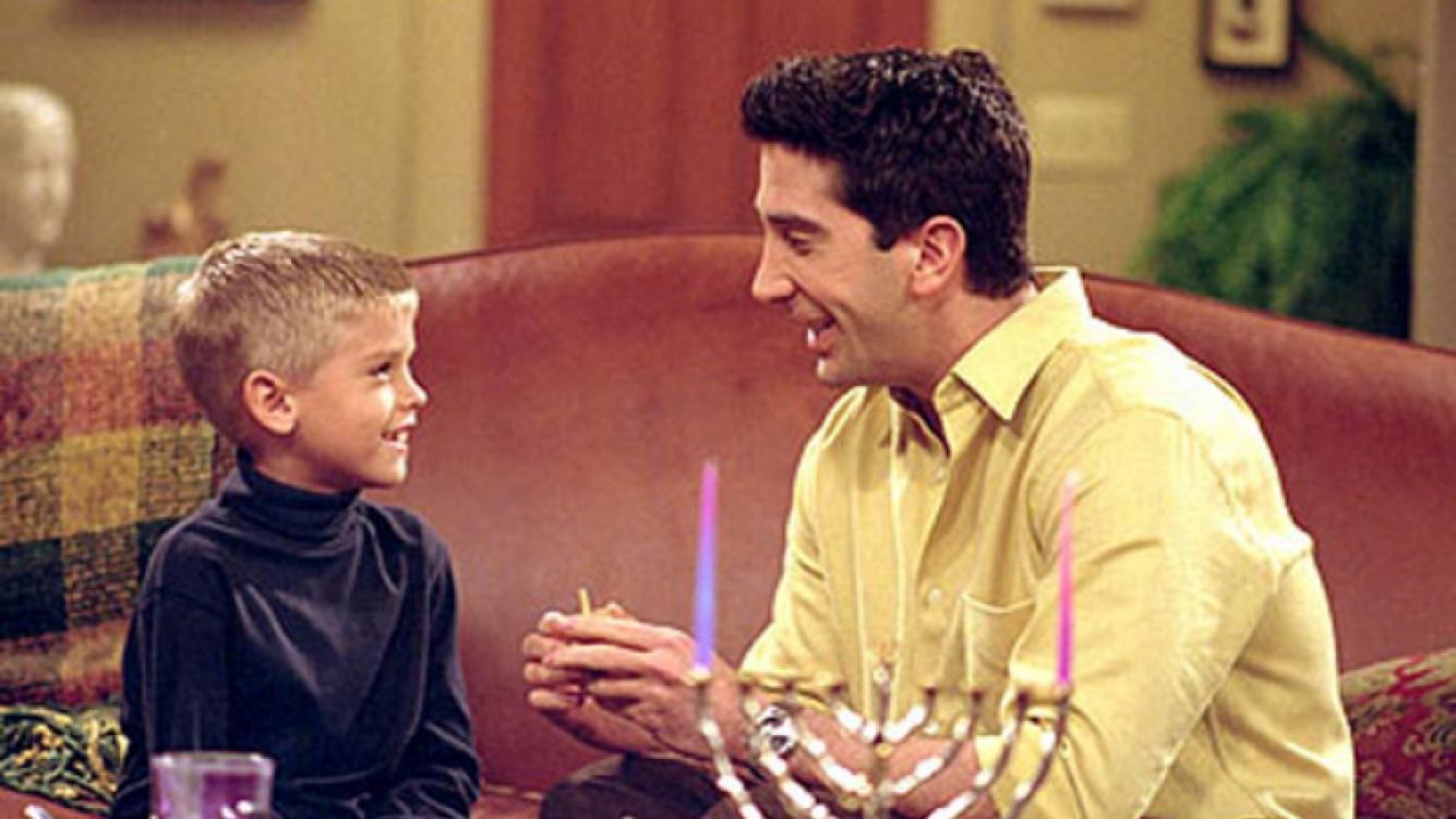 Así está Ben, el hijo de Ross Geller en Friends. (Foto: Web)