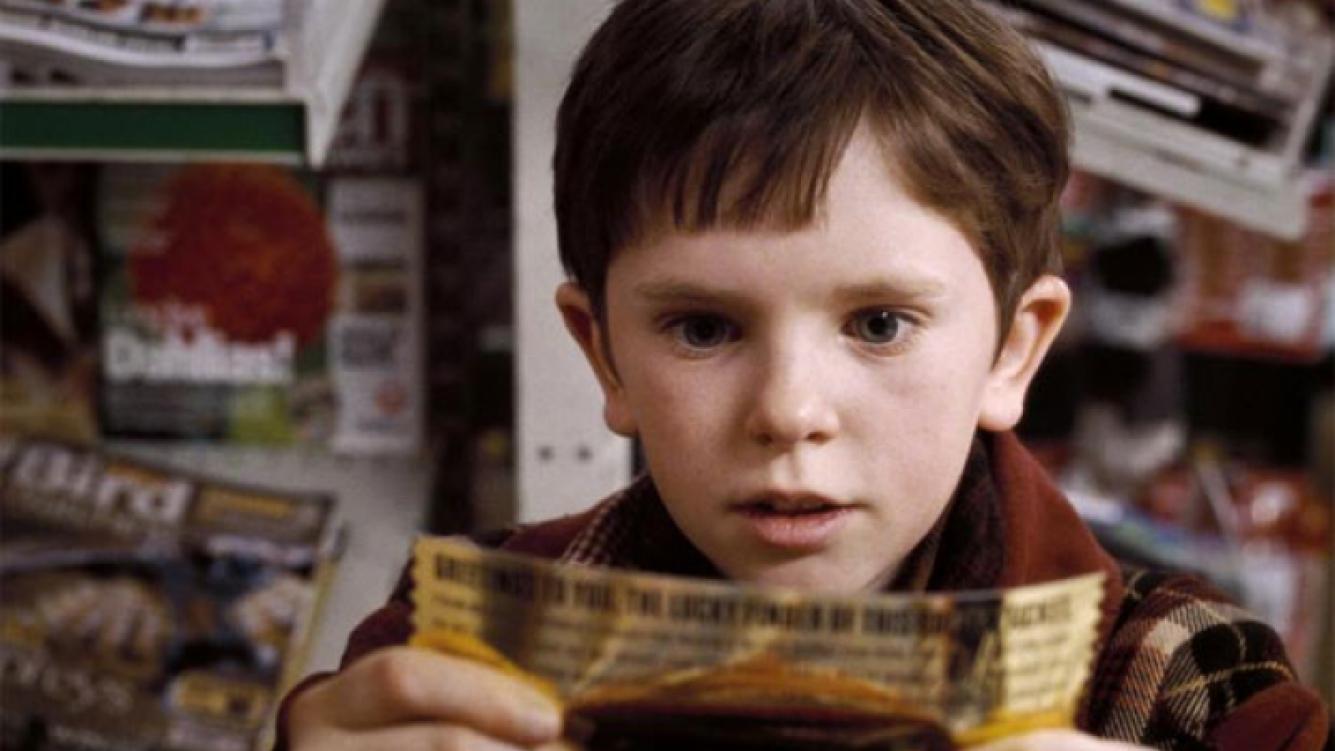 Mirá cómo está hoy el pequeño actor de Charlie y la fábrica de chocolate. (Foto: Web)