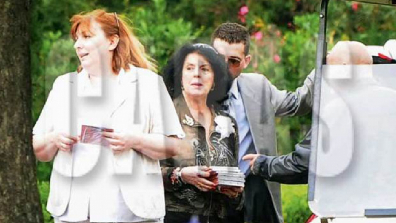 Marta Fort repartió sus CD en el entierro de Ricardo (Foto: Caras).