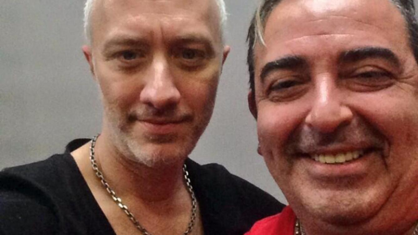 Andy Kustnezoff y el peluquero Julio Pan. (Foto: Twitter)