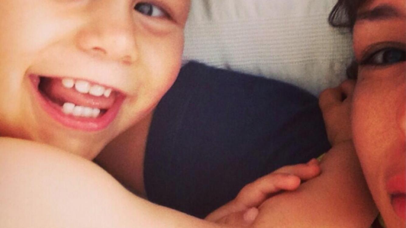 La foto de Pampita junto a su hijo en una de sus divertidas mañanas. (Twitter)