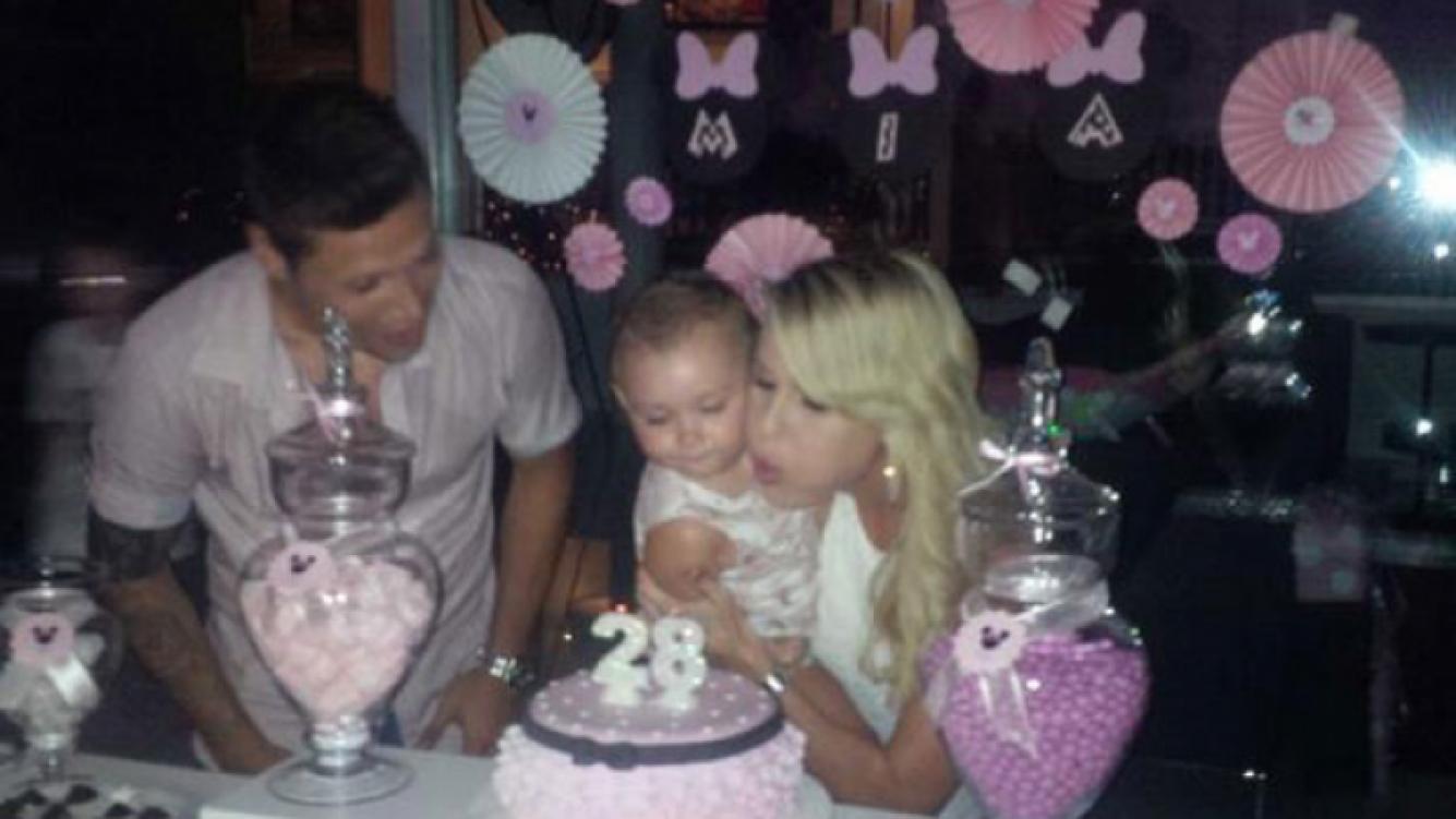 Natalie Weber y su hijita Mía celebraron sus cumpleaños (Fotos: Twitter).