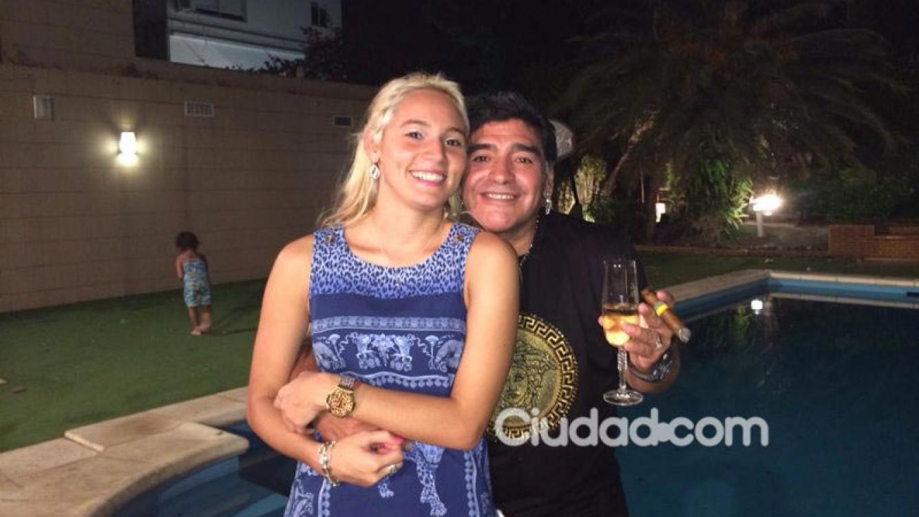 Diego Maradona y Rocío Oliva, enamorados en Año Nuevo.