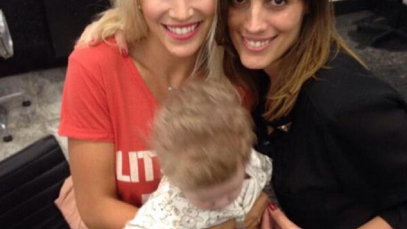 Luisana Lopilato y Noah Bublé pasaron por la la peluquería (Foto: Twitter).
