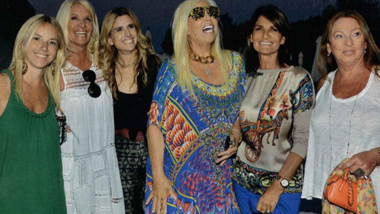 Susana Giménez y sus extravagantes gafas dieron la nota en Punta (Foto: ¡Hola! Argentina).
