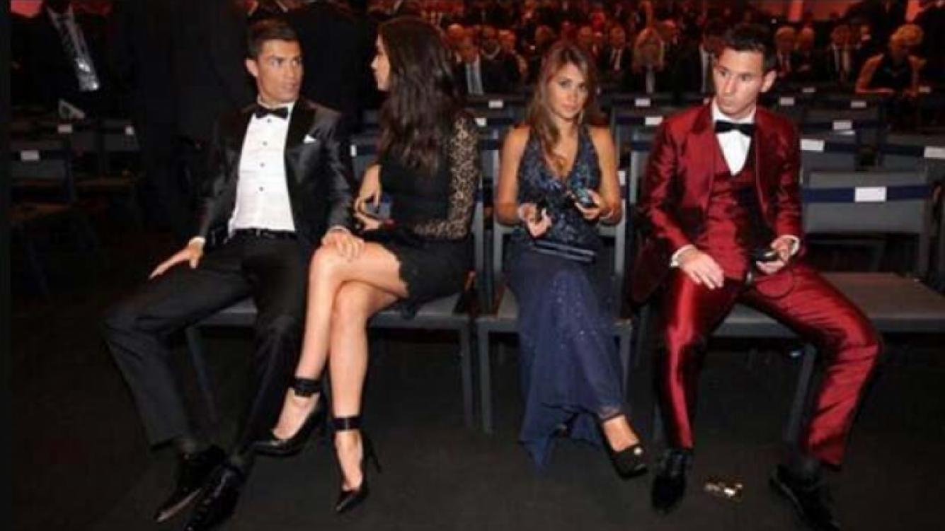 Cristiano Ronaldo, lejos de Antonella Roccuzzo y Lionel Messi en la entrega del Balón de Oro. (Foto: Twitter)