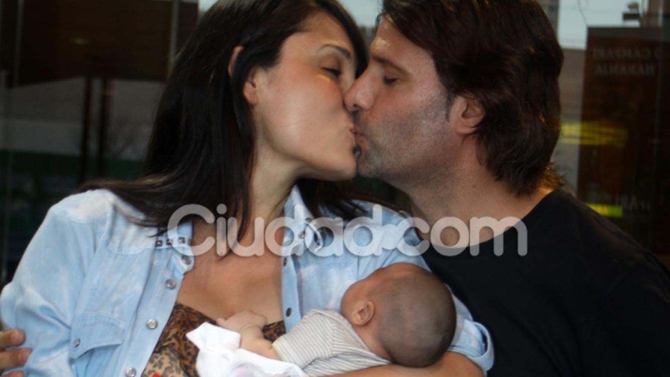 José María Listorti y Mónica González, felices con su segundo hijo. (Foto: Jennifer Rubio-Ciudad.com)