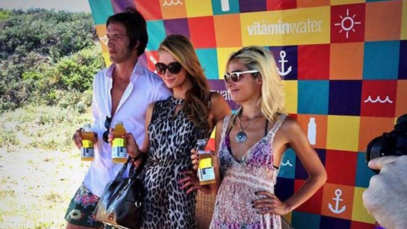 Iván de Pineda, Paris Hilton y Juana Viale en la promoción de una bebida. (Foto: Web)