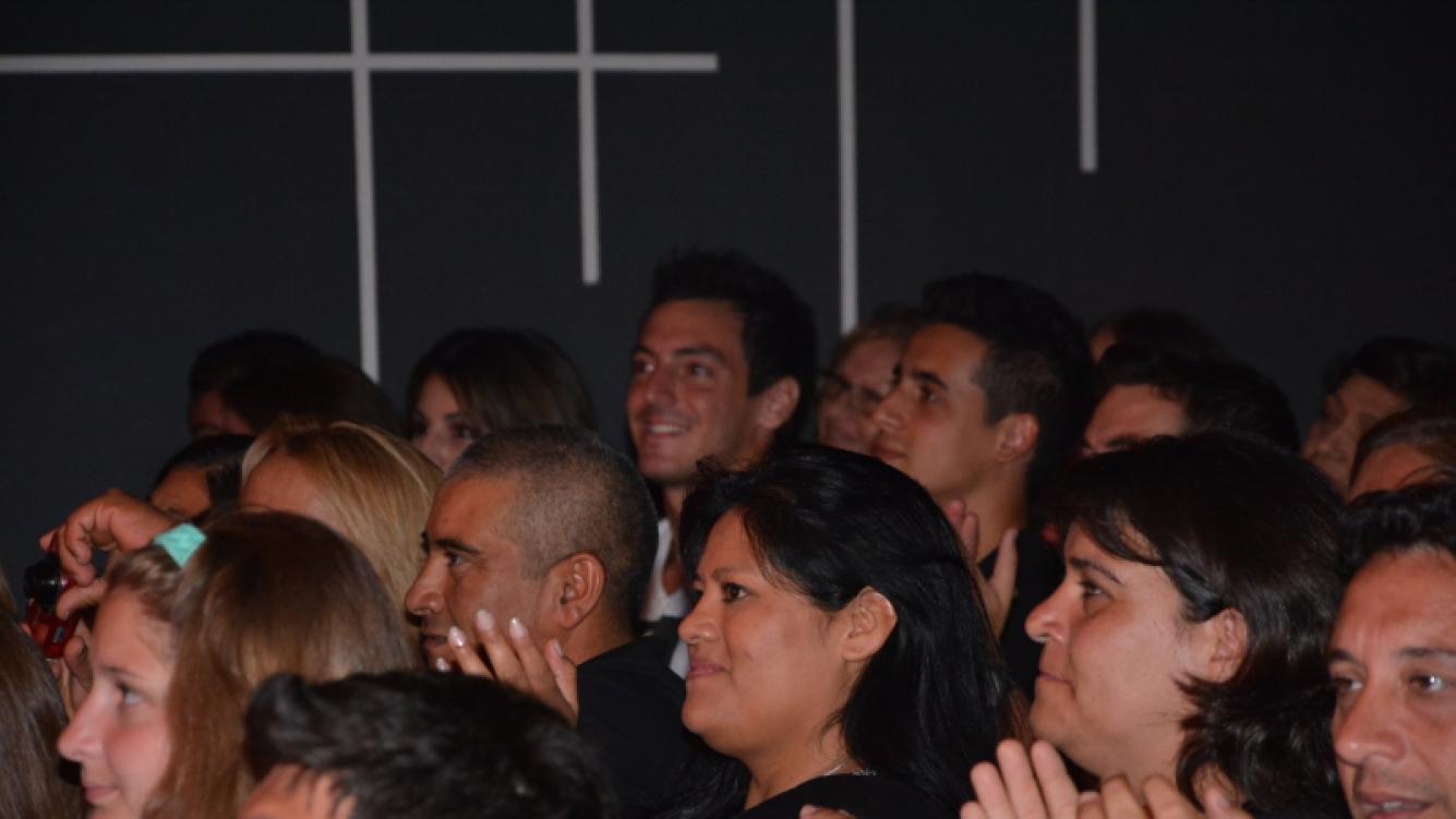 Giannina Maradona, junto a su novio, fue a ver a Dalma al teatro (Foto: Vito Callejón)