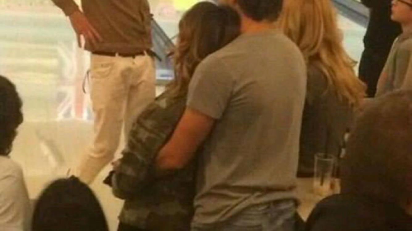Peter Lanzani y Martina Stoessel, romance a full en Europa. (Foto: Twitter)