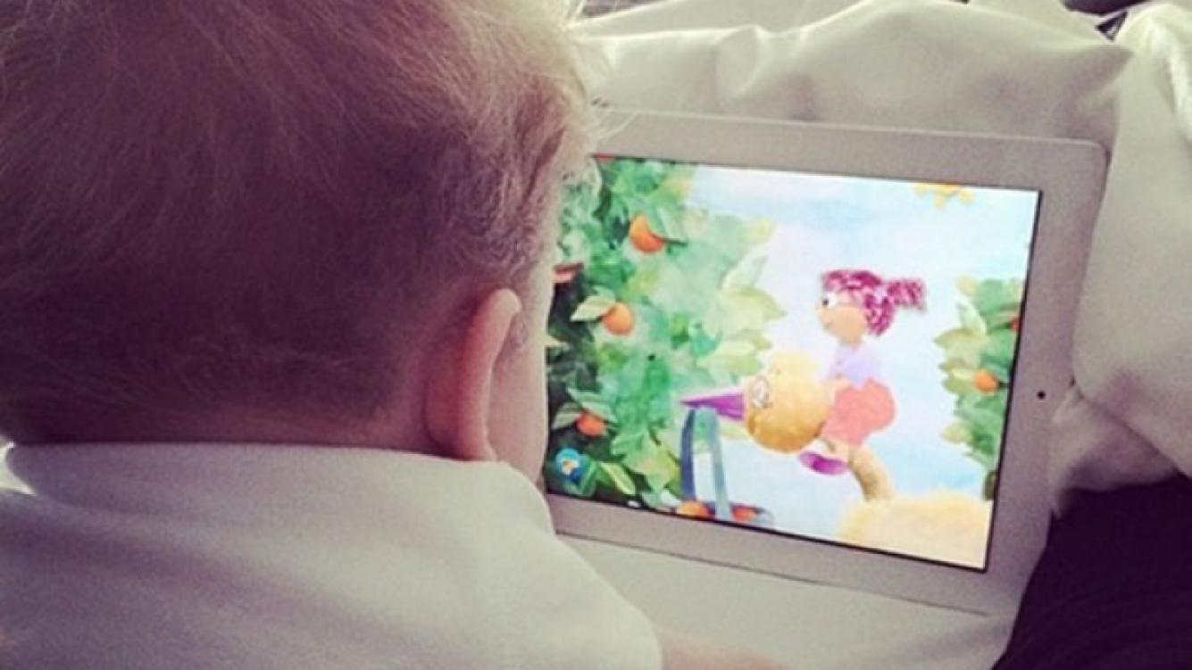El pequeño Noah, fan de los dibujitos animados (Foto: Instagram).