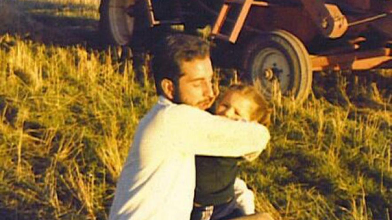 Pampita, junto a su papá cuando era niña. (Twitter)