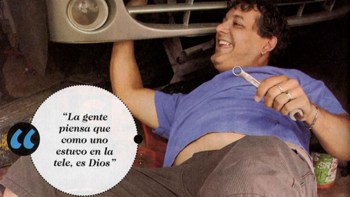 La nueva vida del ex GH Diego Leonardi como mecánico y obrero. (Foto: revista El Sensacional)