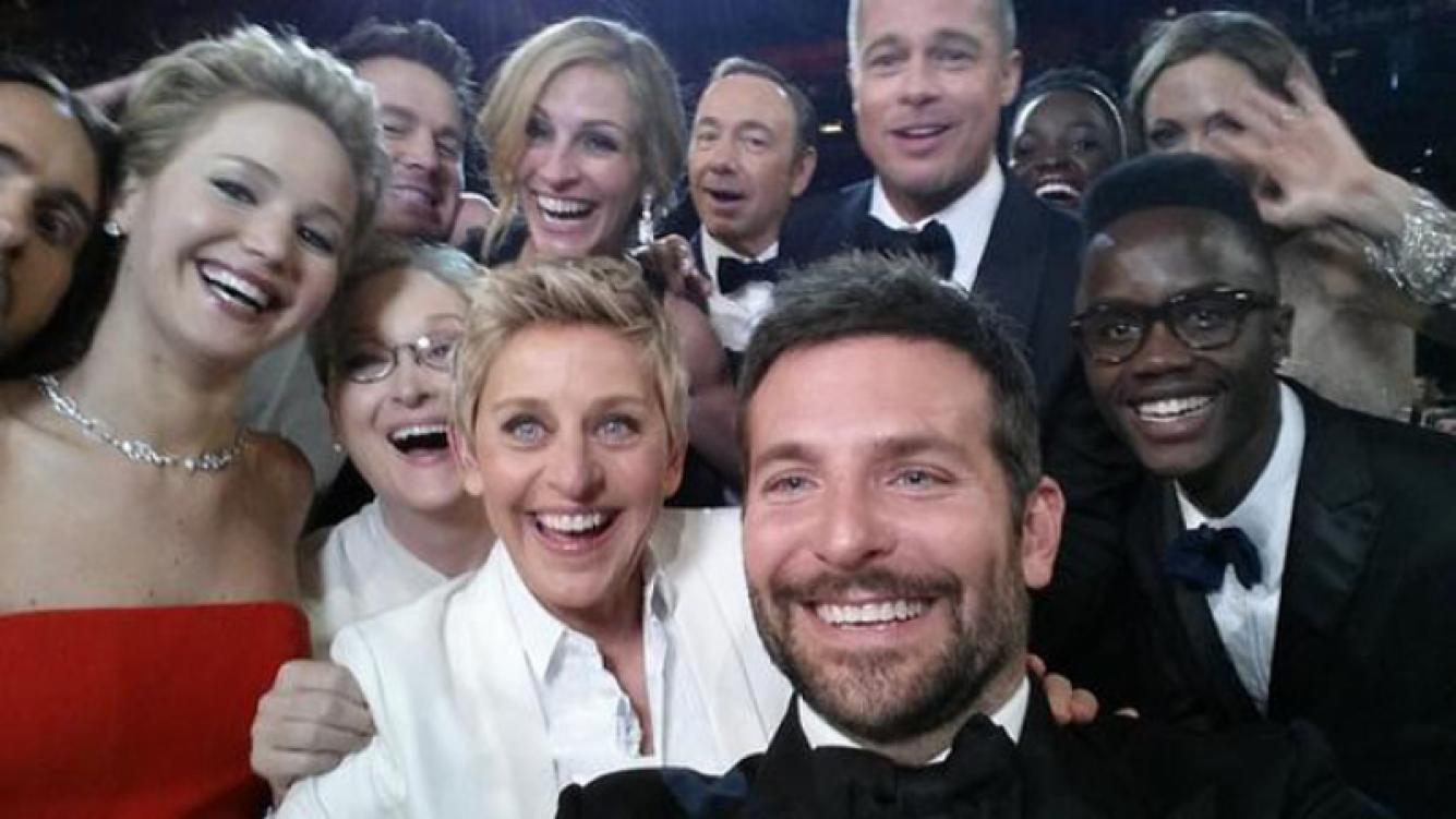 """La foto """"selfie"""" de los Oscar que llegó a ser record mundial de retweets."""