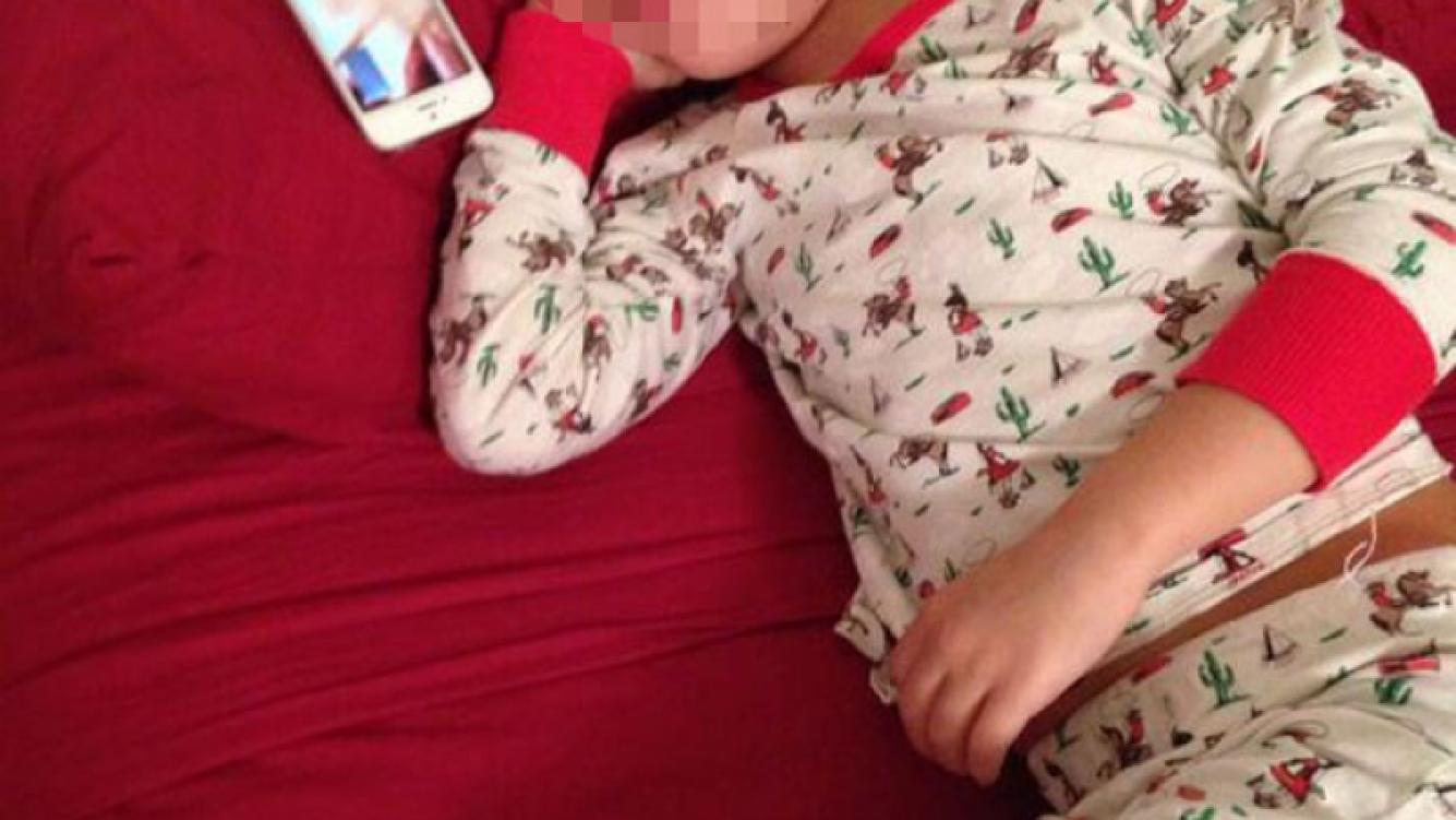 Wanda publicó una foto de su hijo escuchando un cuento de su abuela materna(Foto: Twitter).