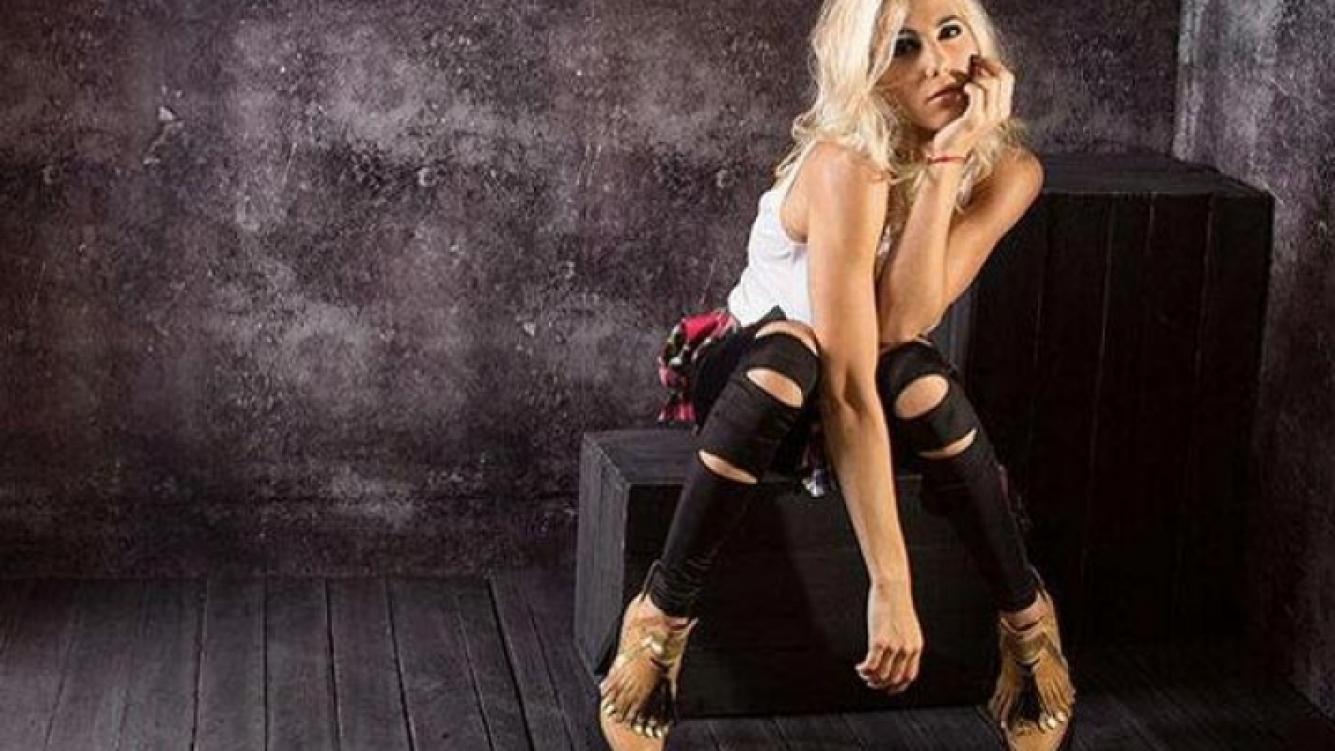 Cinthia Fernández, a puro rock y sensualidad en una campaña de moda. (Foto: Twitter)