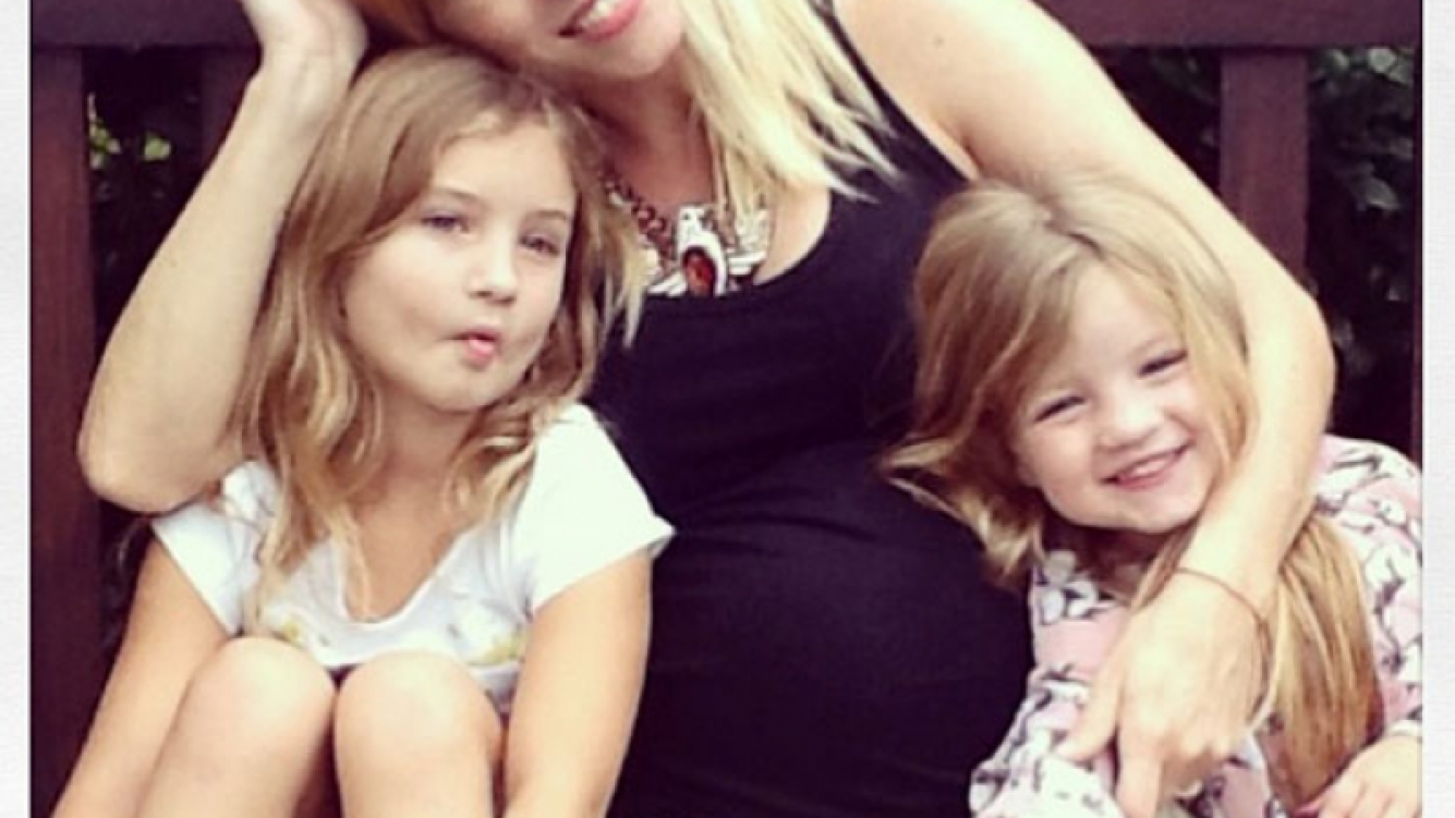 Nicole Neumann y sus hijas Indiana y Allegra. (Foto: Instagram)