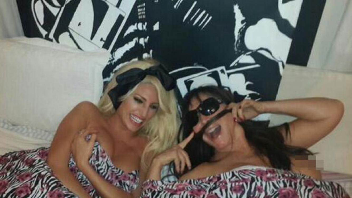 Vicky Xipolitakis y Moria Casán, muy picantes en la red social (Foto: Twitter).