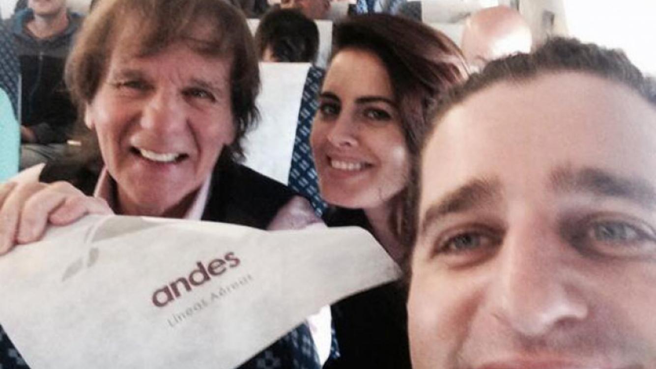 Silvina Luna y sus compañeros de trabajo en pleno vuelo (Foto: Twitter).