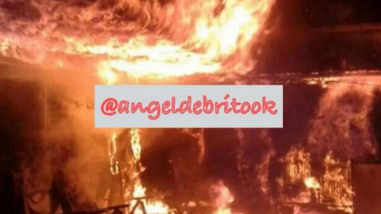 Así quedó la casa de Don Diego Maradona, tras el incendio. (Foto: @AngelDeBritoOk)