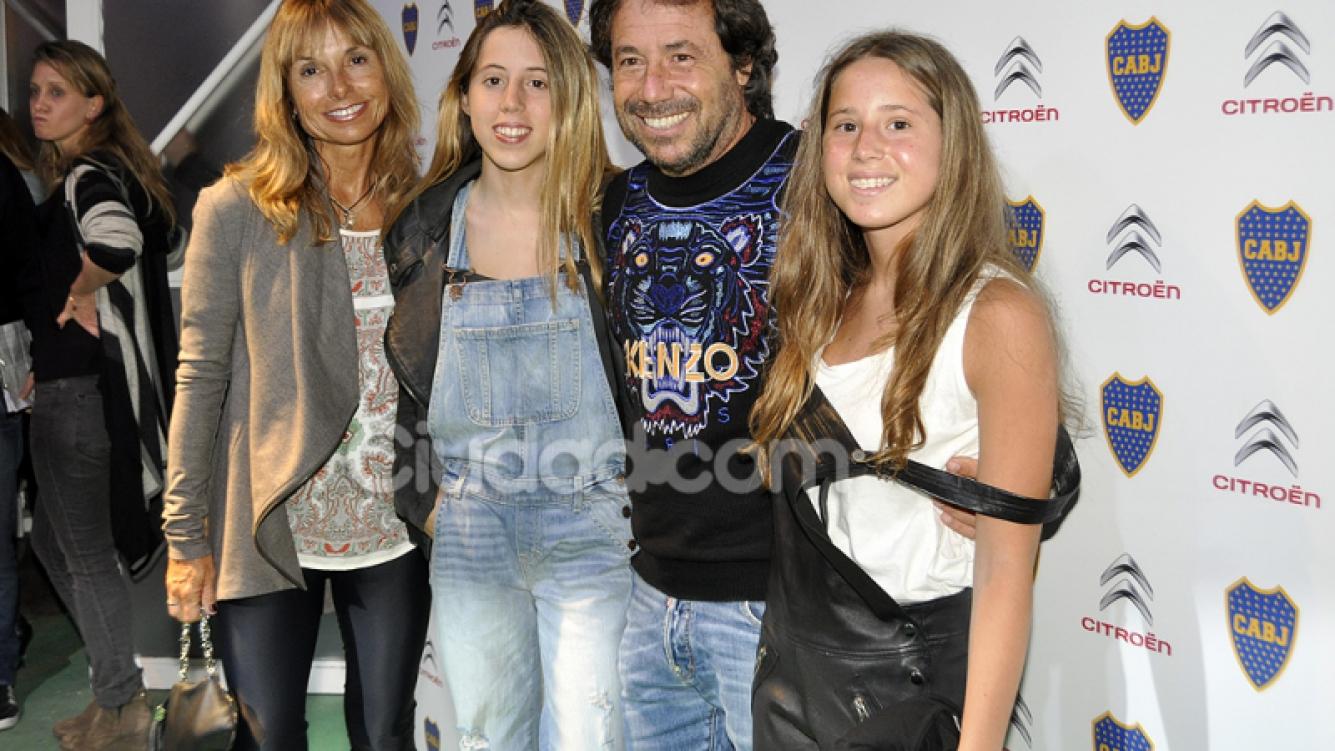 Ricky Sarkany y su familia, hinchada top de Boca (Fotos Jennifer Rubio)..jpg