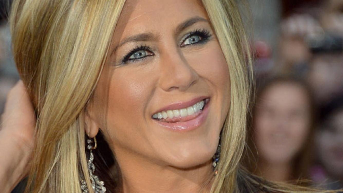 Jennifer Aniston confesó que bebe... ¡leche materna!