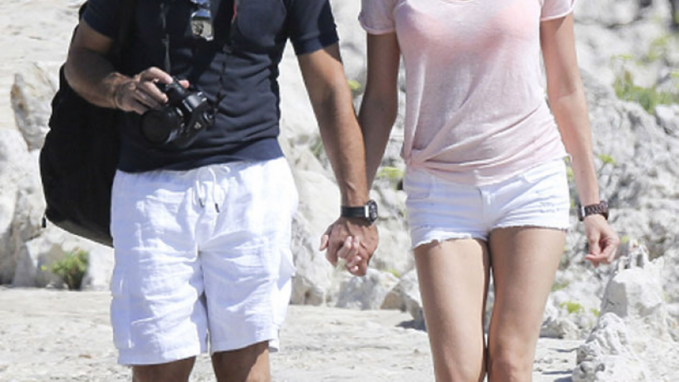 Antonio Banderas, enamorado de su joven novia Nicole Kimpel en la Costa Azul francesa. (Foto: Grosby Group)